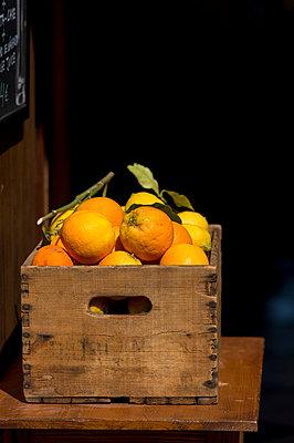Orangen - p949m948584 von Frauke Schumann