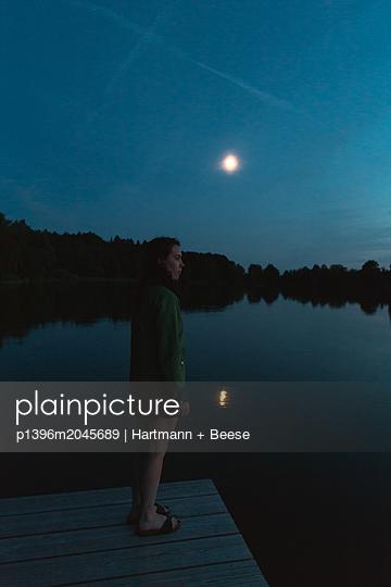 Nachts am Badesee - p1396m2045689 von Hartmann + Beese