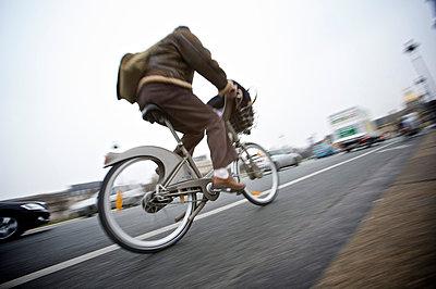 Fahrradfahrer im Stoßverkehr - p1980105 von David Breun