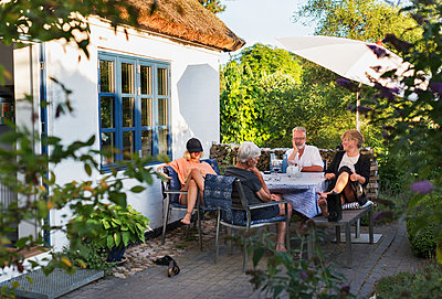 Family at terrace - p312m2079874 by Pernille Tofte