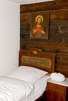 Altes Schlafzimmer - p451m903673 von Anja Weber-Decker