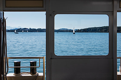 Summer day on Frauenchiemsee - p728m2116416 by Peter Nitsch