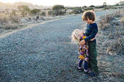 Portrait of adorable sibblings hugging at natural park - p1166m2095110 by Cavan Images