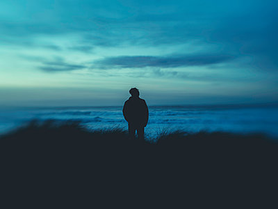 Silhouette of man on the coast - p1522m2273354 by Almag