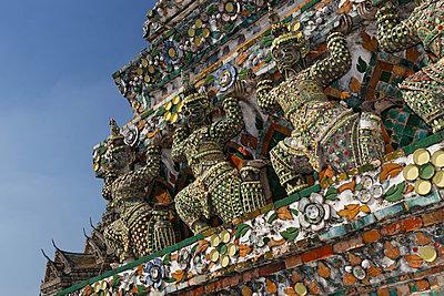 Thailand, Bangkok, View of Temple of dawn - p300m878427 by Günter Flegar