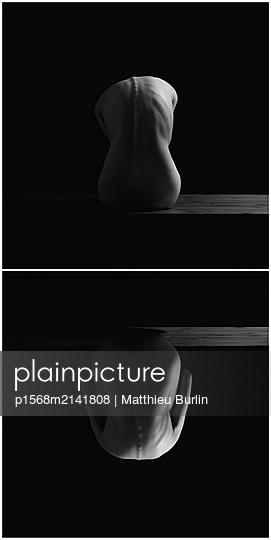 Gespiegelter Rücken - p1568m2141808 von Matthieu Burlin