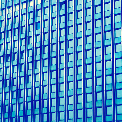Germany, Duesseldorf, facade of modern office building - p300m1023013f by Fotomaschinist