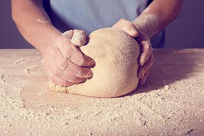 Brot und Brötchen backen - p464m1355414 von Elektrons 08