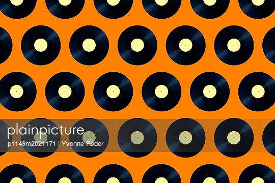 Records - p1149m2021171 by Yvonne Röder