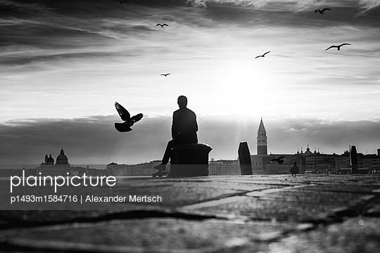 Abendstimmung am Ufer in Venedig I - p1493m1584716 von Alexander Mertsch