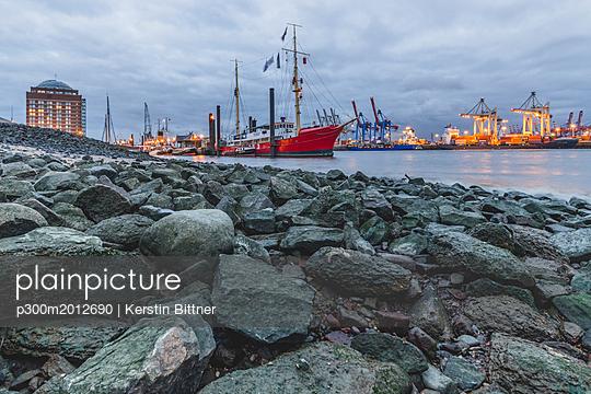 Germany, Hamburg, harbor, Lightship Elbe 3 - p300m2012690 von Kerstin Bittner
