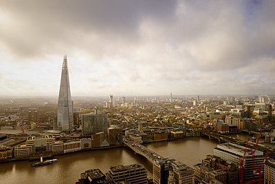 UK, London, cityscape with River Thames and The Shard - p300m1140499 by Biederbick&Rumpf