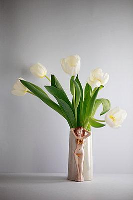 Weiße Tulpen - p611m956594 von Laurence Ladougne