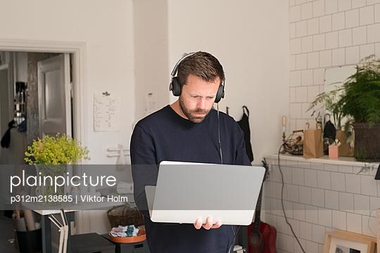 p312m2138585 von Viktor Holm