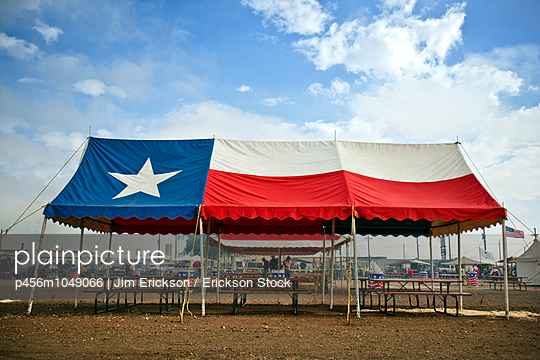 Canopy decorated with the Texas State Flag - p456m1049066 by Jim Erickson / Erickson Stock