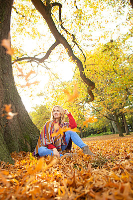 Walk in autumn - p1678m2258867 by vey Fotoproduction