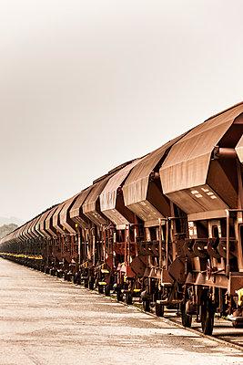 Güterwaggons - p248m1086986 von BY