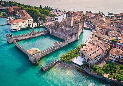 Sirmione, Garda Lake, Verona district, Veneto, Italy - p651m2033077 by Stefano Termanini