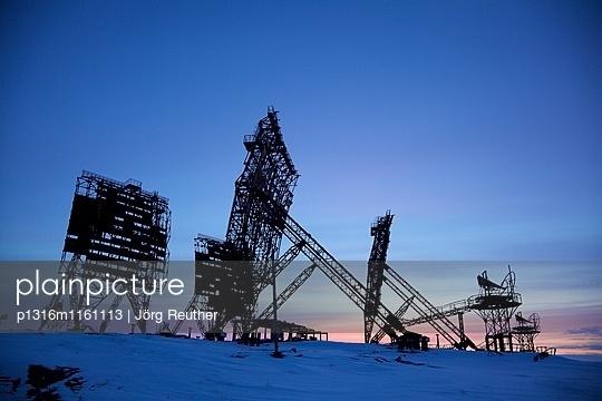 stillgelegte Radar-Abhöranlage aus dem Kalten Krieg bei Uelkal, Tschukotka , Sibirien, Russland - p1316m1161113 von Jörg Reuther