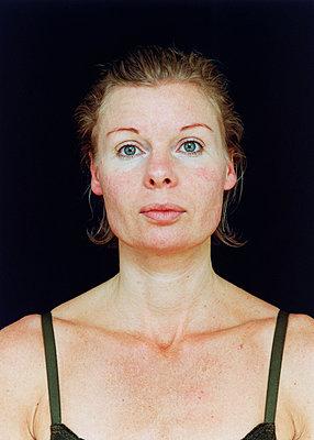 Porträt einer Frau - p1205m1019742 von Annet van der Voort