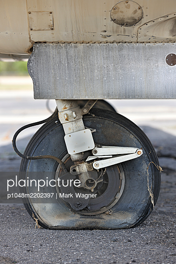 Light-aircraft main wheel - p1048m2202397 by Mark Wagner