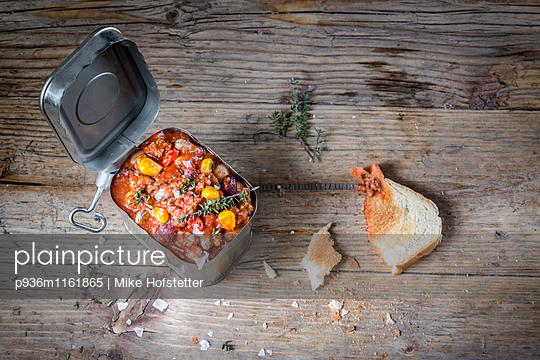 Essen aus der Dose - p936m1161865 von Mike Hofstetter