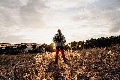 Barcelona, Spain. Mature man in countryside during sunset. Hike, active senior, activity, freedom, active people, exercise, healthy, healthy, retired, jubilee, pentionist, sunset, winter - p300m2250182 von VITTA GALLERY