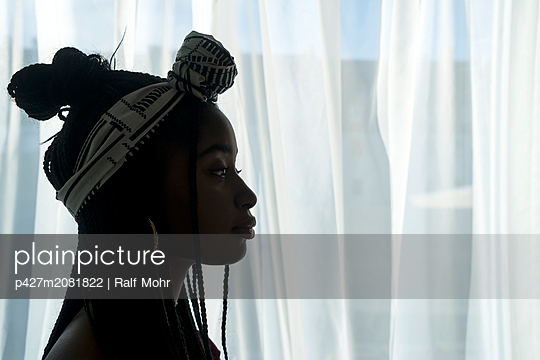 Young african woman - p427m2081822 by Ralf Mohr