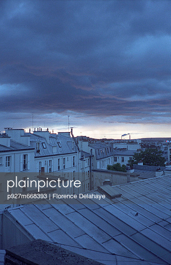 Evening in Paris - p927m668393 by Florence Delahaye