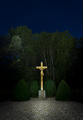 Jesus at night - p1132m1064188 by Mischa Keijser