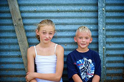Geschwister - p1169m993970 von Tytia Habing