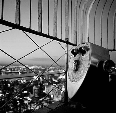 Fernsichtgeraet Empire State Building - p627m672311 by Kirsten Nijhof