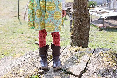 Mädchen im Garten - p1308m1332360 von felice douglas