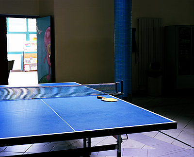 Ping pong table - p453m2151373 by Mylène Blanc