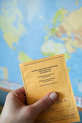 Reisen mit Impfpass - p454m2263472 von Lubitz + Dorner
