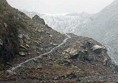 Wanderer im Westland-Nationalpark - p1599m2173710 von Sandra Bergemann