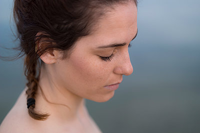 Profile of young woman - p552m1362096 by Leander Hopf