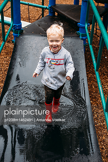 Toddler boy playing in the playground - p1238m1462491 by Amanda Voelker