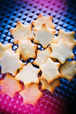 Christmas cookies - p1149m2125265 by Yvonne Röder