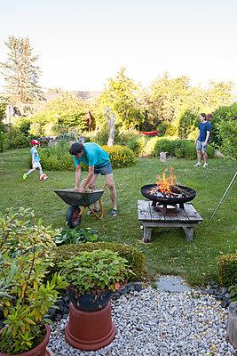 Sommer im Garten - p454m2293064 von Lubitz + Dorner