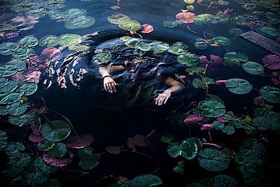 Drowned person - p966m890915 by Tobias Leipnitz