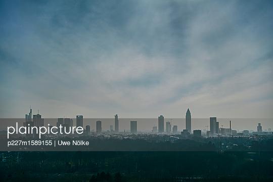 Skyline Frankfurt am Main  - p227m1589155 von Uwe Nölke