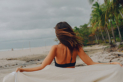a girl runs on the beach in costa Rica - p1166m2279601 by Cavan Images