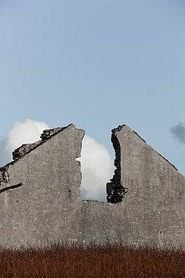 Eingestürztes Haus - p248m1104528 von BY