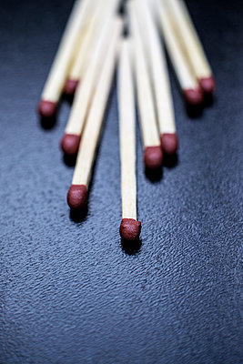 Matches close-up - p1228m1058109 by Benjamin Harte