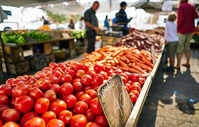 Uruguay, Montevideo, vegetable on a market - p300m2059371 by Stefan Schütz