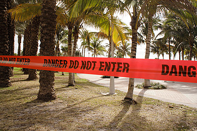 Do not enter - p0451032 by Jasmin Sander