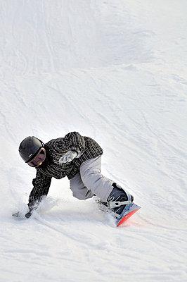 Snowboarder - p3226791 by plainpicture