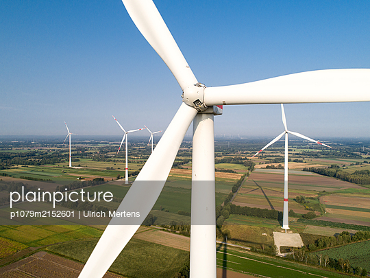Germany, Wind farm Winsen Scharmbeck - p1079m2152601 by Ulrich Mertens