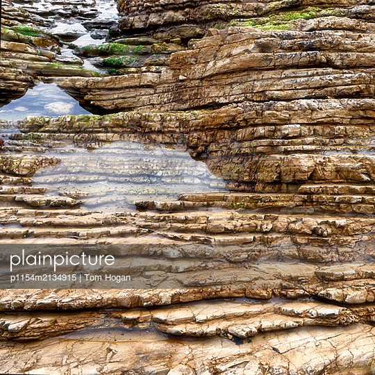 Linear Rock Pattern - p1154m2134915 by Tom Hogan
